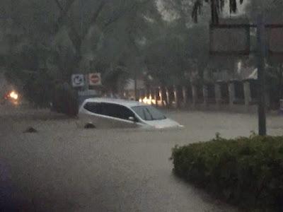 Banjir Melumpuhkan Jalur Transportasi