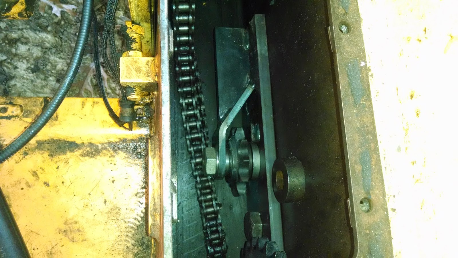 Mustang 940 Skid Loader: Bearing, Chain, and sprocket ... on