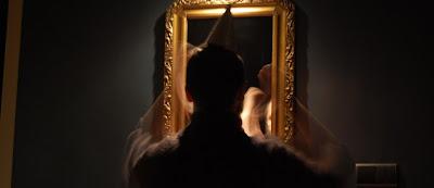 Autentyczność w metaforze: człowiek przed lustrem