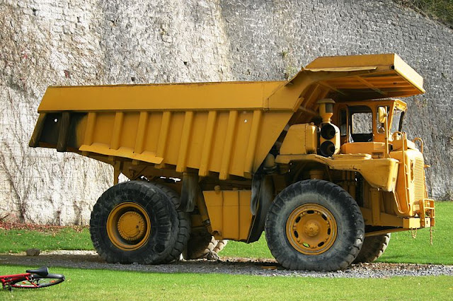 Gambar truk haul Caterpillar Cat 773A
