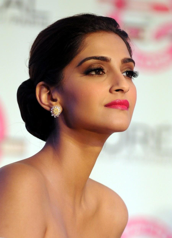 Best Popular Celebrities Most Popular Celebrities Sonam -2629