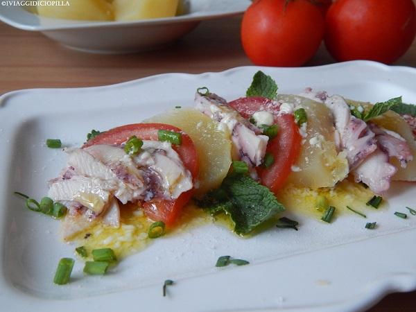 Carpaccio di polpo con patate e pomodori in salsa alla menta