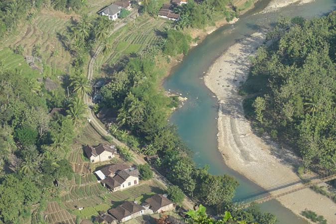 Dlium Opak River