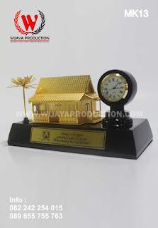 souvenir-miniatur-dengan-jam