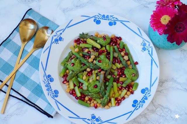 salade asperges vertes grenade pois chiches vegan printanier vaisselle ancienne art de la table
