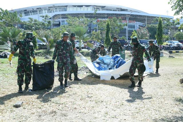 100 Prajurit TNI Bantu Relokasi Pengungsi di Bandara Mutiara Sis Al-Jufri Palu