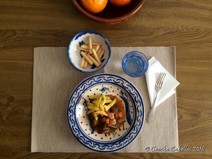 estofado-pavo-níscalos-mesa
