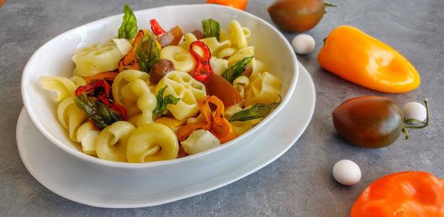 pasta fredda con peperoni grigliati
