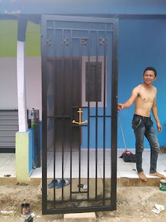 pemasangan pintu kasa nyamuk
