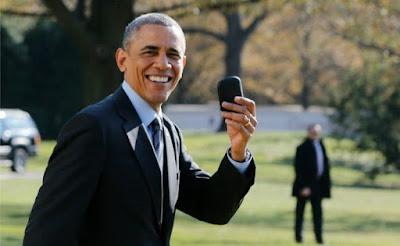 Ser presidente de los Estados Unidos tiene sus cosas buenas y su cosas malas. Una de ellas es la altísima preocupación por la seguridad. Barack Obama lo ha sufrido en sus carnes durante los últimos ocho años en la Casa Blanca. No ha sido hasta ahora cuando Obama ha conseguido jubilar su vieja y obsoleta Blackberry. El mundo de la tecnología ha cambiado mucho en los últimos años, tanto que cuando Obama llegó a la presidencia,Blackberry era una compañía puntera en en cuanto a smartphones. Ahora ha quedado relegada a un segundo -o tercer- plano. Tan obsoletos han quedado sus