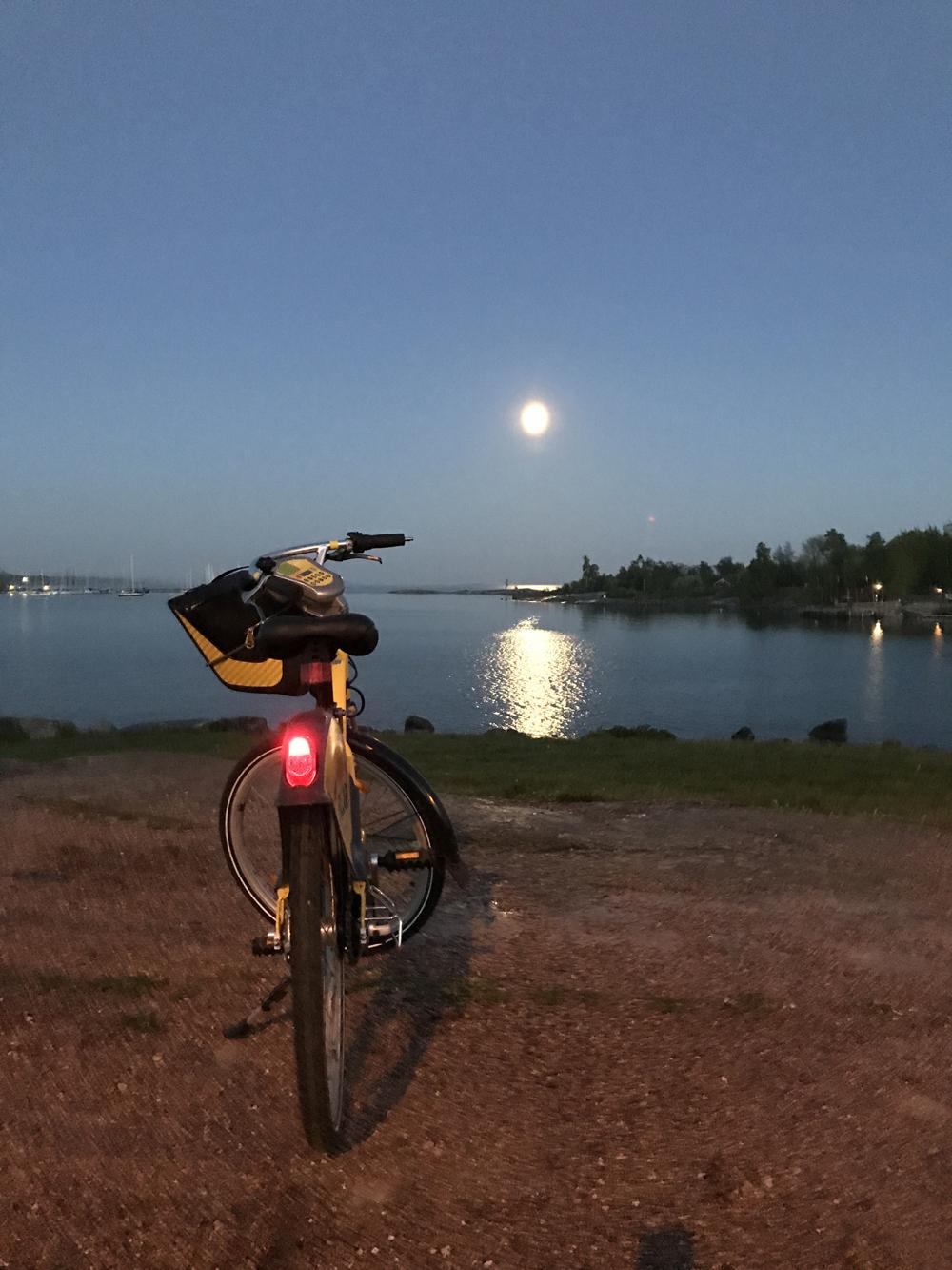 Kaupunkipyörällä auringonlaskusta auringonnousuun 4