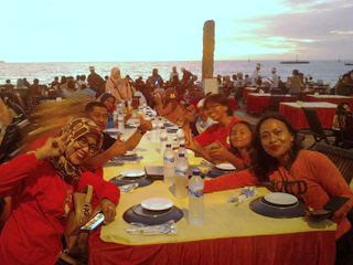 Jimbaran-dinner-group-bali-tours