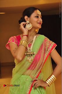 Model Nilofer Haidry Stills in Green Saree at Trendz Exhibition and Sale 2016  0025.JPG