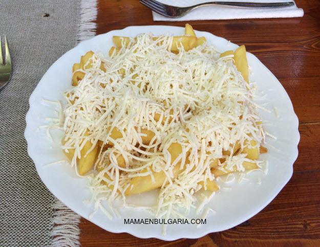 Patatas con sírene Bulgaria