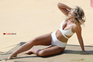 Natasha Oakley Sexy ass boobs Ckeavages Candids Bikini Photoshoot WOW Must see Cleavages