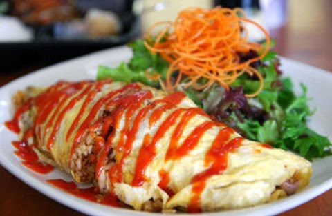 Classic Omu Rice with Salad