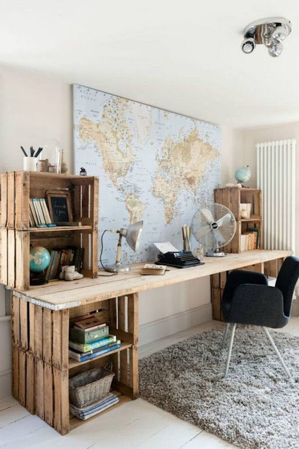 base de escritorio con cajas de madera