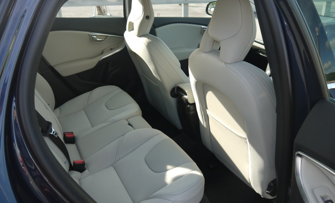 Volvo V40 rear seat legroom