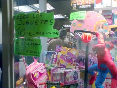 Juguetes a 10 euros en la Glorieta de Cuatro Caminos