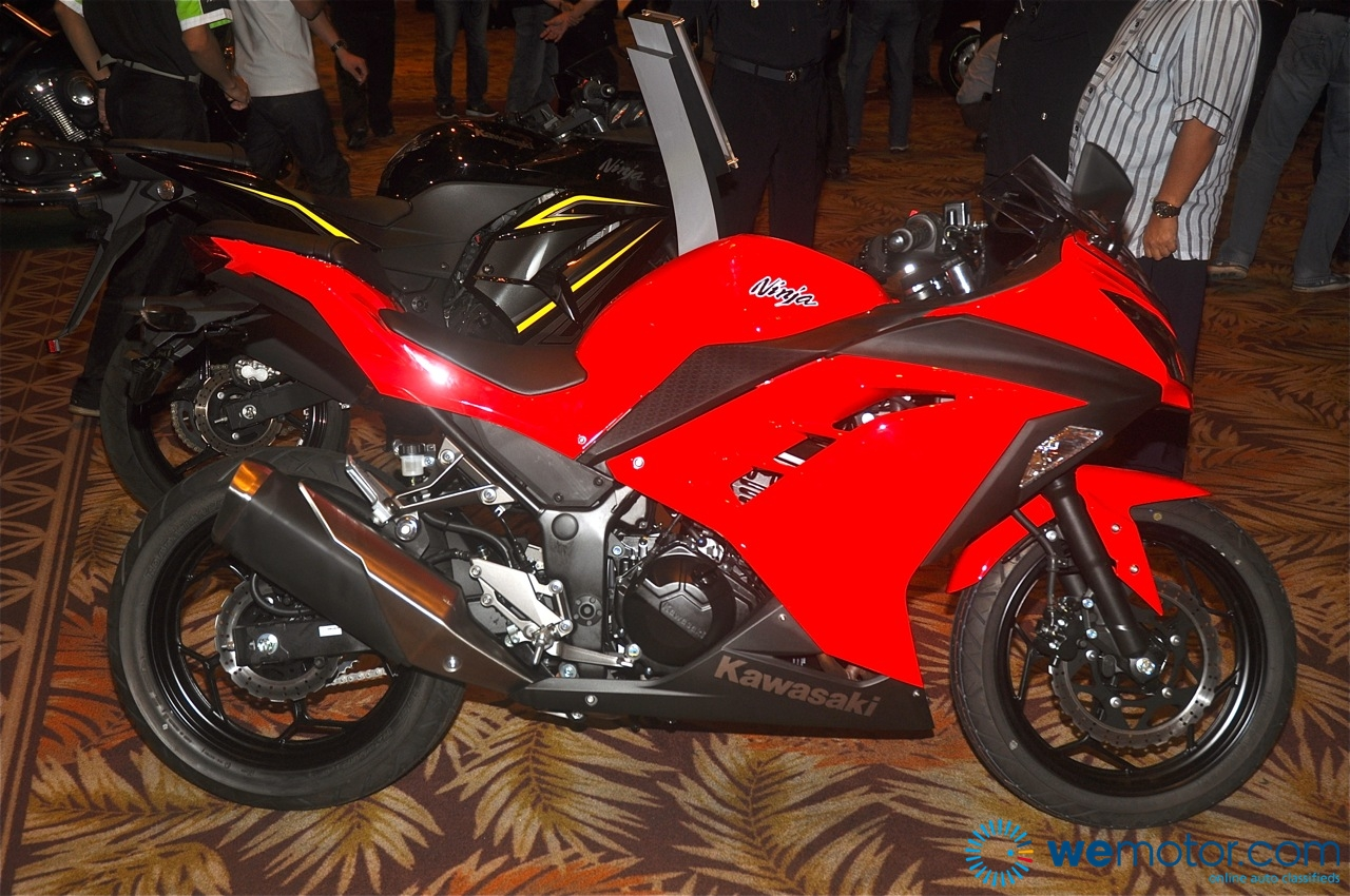 Gambar & Video Pelancaran Kawasaki Ninja 250R 2013 & Z800 Di