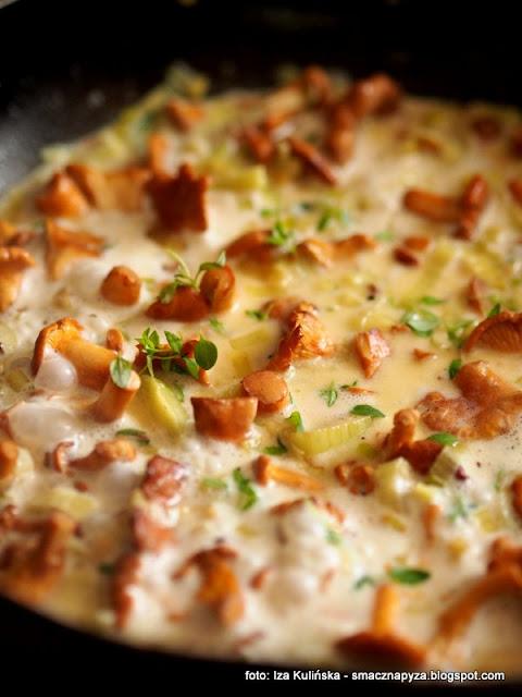 sos kurkowy, kurki, pieprznik jadalny, grzyby, kureczki, kurki w sosie serowym
