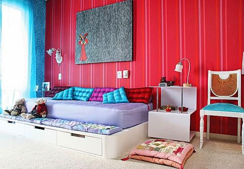 Dormitorio infantil mucho color