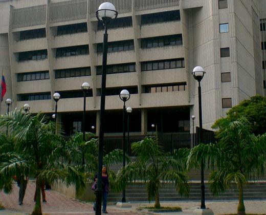 TSJ aprueba que Maduro presente el presupuesto 2017 sin pasar por la AN