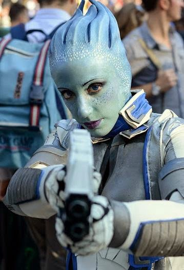assari cosplay from mass effect