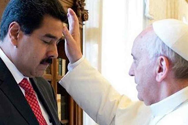 """Para o cantor """"O Papa está mais perto da esquerda comunista que de Cristo"""". Bergoglio abeonçando Maduro"""