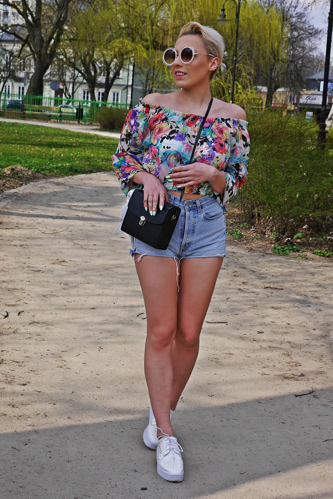 high_waist_shorts_floral_off_shoulder_top_platform_shoes_karyn_blog_110417d