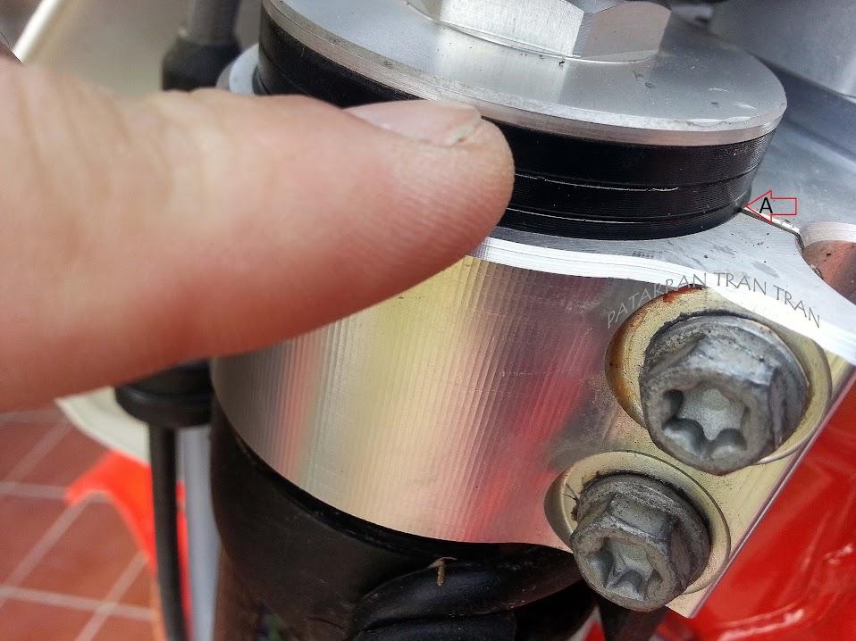 Beta RR 300. Tensado correcto de la dirección en una moto de Enduro
