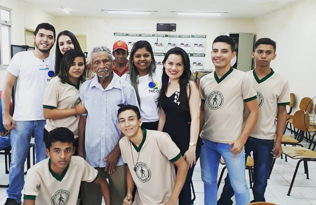 Eleitor de 104 anos de idade dá exemplo ao realizar seu cadastro biométrico em Barroquinha/CE