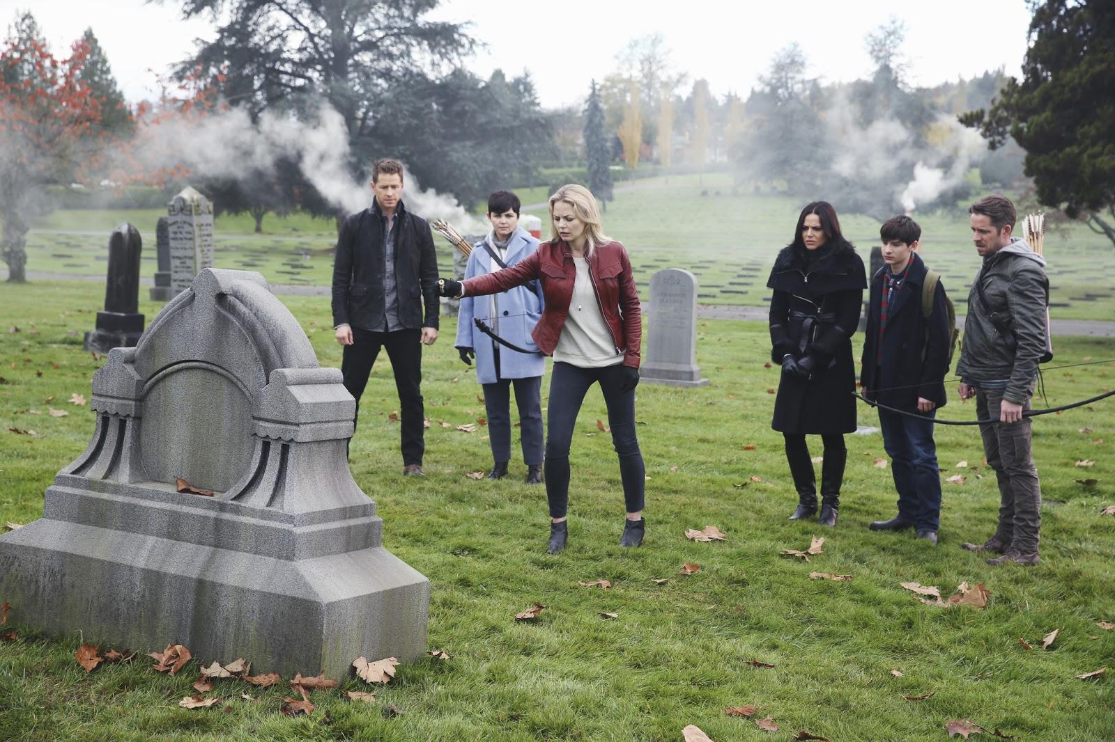 Emma y el resto del elenco en la quinta temporada de Once upon a time