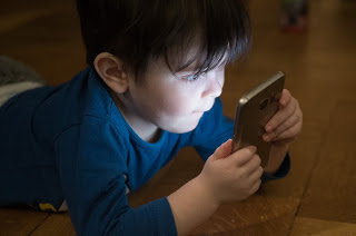 is your kids addicted to phones ? क्या आपके बच्चे को भी मोबाईल की लत है ?