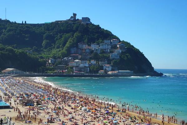 espagne pays basque san sebastian plage ondarreta mont igeldo