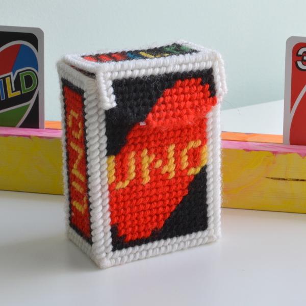 cozy birdhouse | plastic canvas uno card box