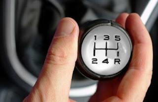 5 Kesalahan yang Sering Dianggap Wajar Pengemudi Mobil Manual