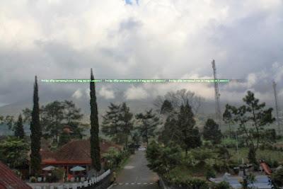 View dari Balkon Dieng Kledung Pass Hotel arah Gunung Sumbing