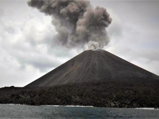 Gunung Anak Krakatau Erupsi Lagi, Tinggi Kolom Abu 2 Ribu Meter