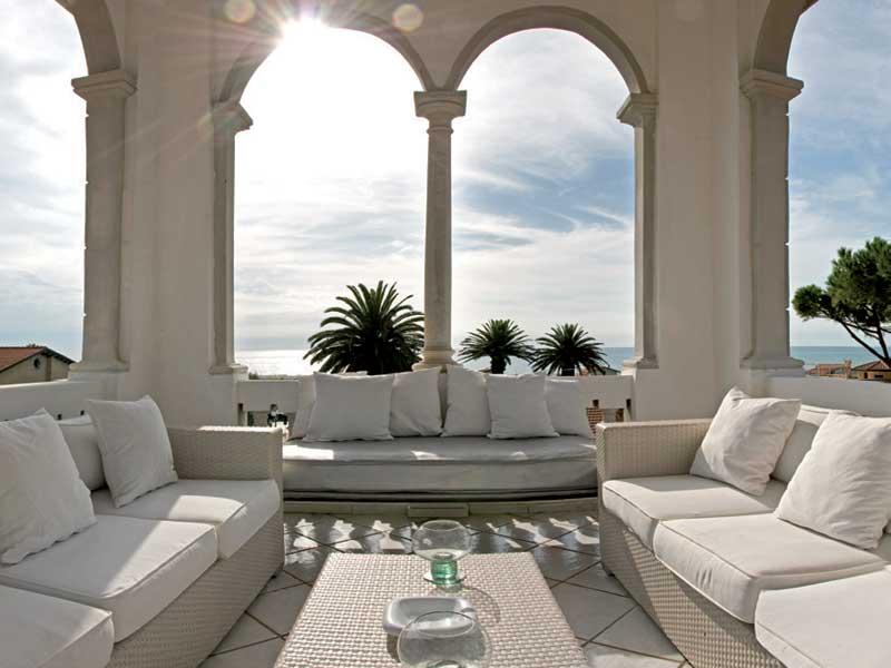Salotto Con Camino Pietra Viva E Veranda Interior Design: Arredo ...