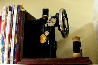 Vintage sewing machine bookends - detail 2