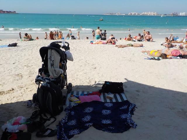Marina Beach lasten kanssa rannalla