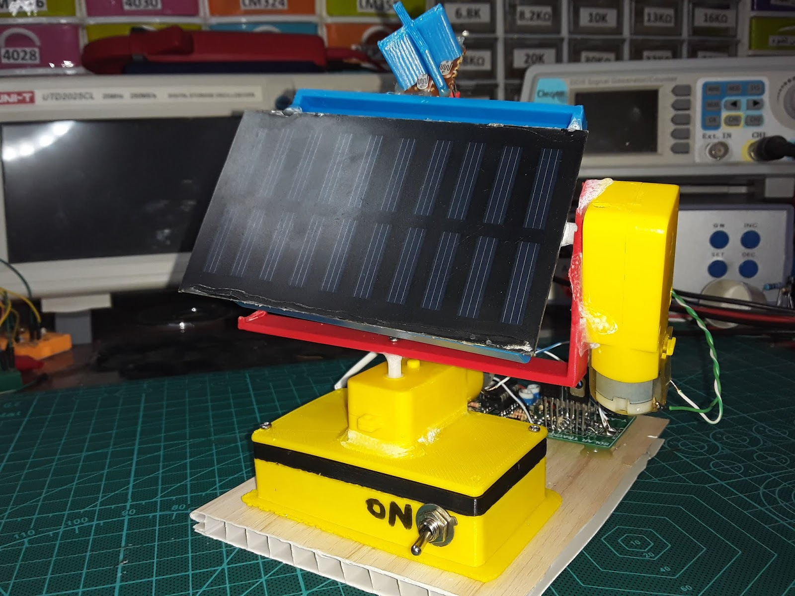 Dual Axis solar tracker without microcontroller ~ Simple Projects