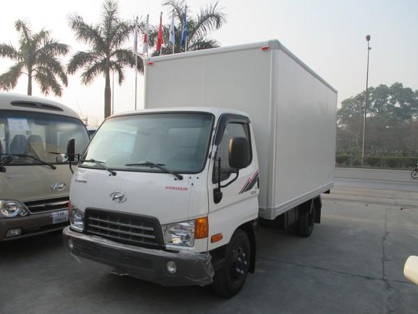 Xe Hyundai HD65 thùng kín nhôm nhựa.