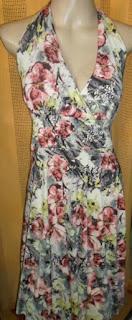 vestido estampado floral frente única  de viscose com lycra