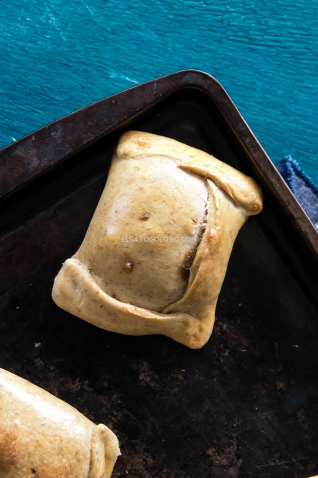 masa para empanadas chilenas horneadas via elgatogoloso.com