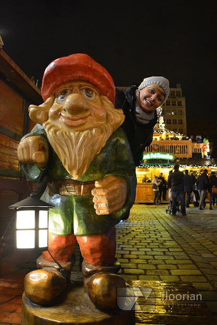 Wielki krasnal na Jarmarku Bożonarodzeniowym we Wrocławiu