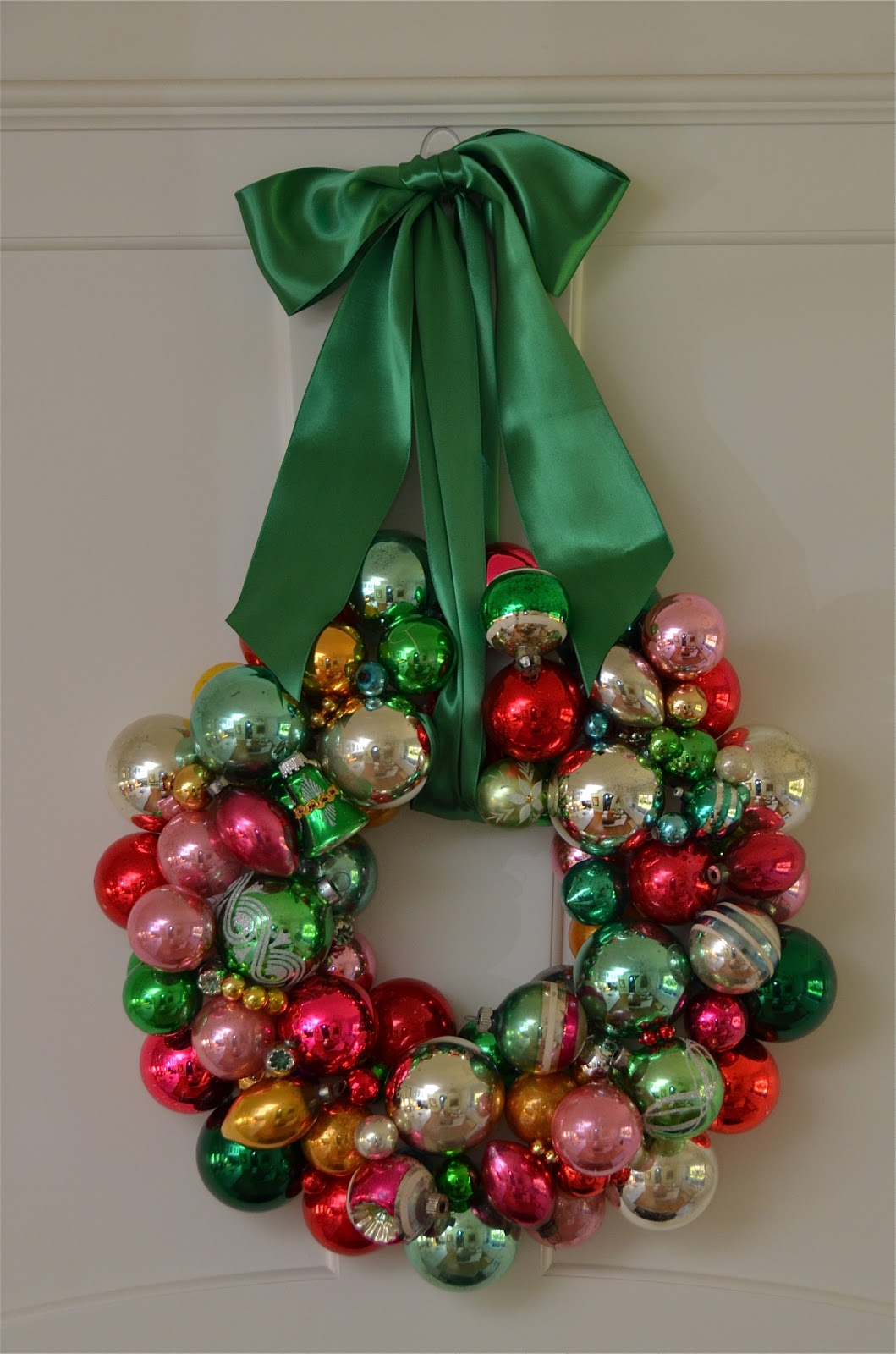 a vintage christmas ball wreath - Christmas Ball Wreath