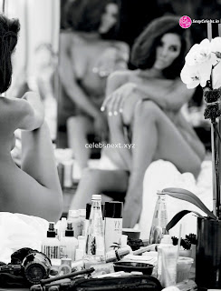 Olivia Culpo    in beautiful artistics s black and white huge  Celebs.in Exclusive 002