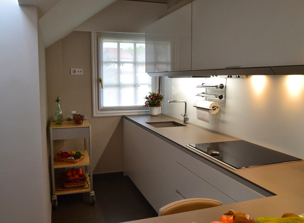 La cocina semiabierta una ventajosa elecci n cocinas - Barra cocina silestone ...